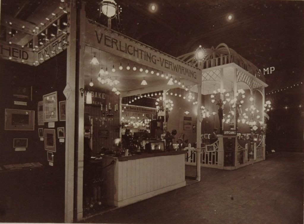 Heemaf toon verlichting op een elektriciteitstentoonstelling in Dordrecht in 1910. Foto Holec Historisch Genootschap.
