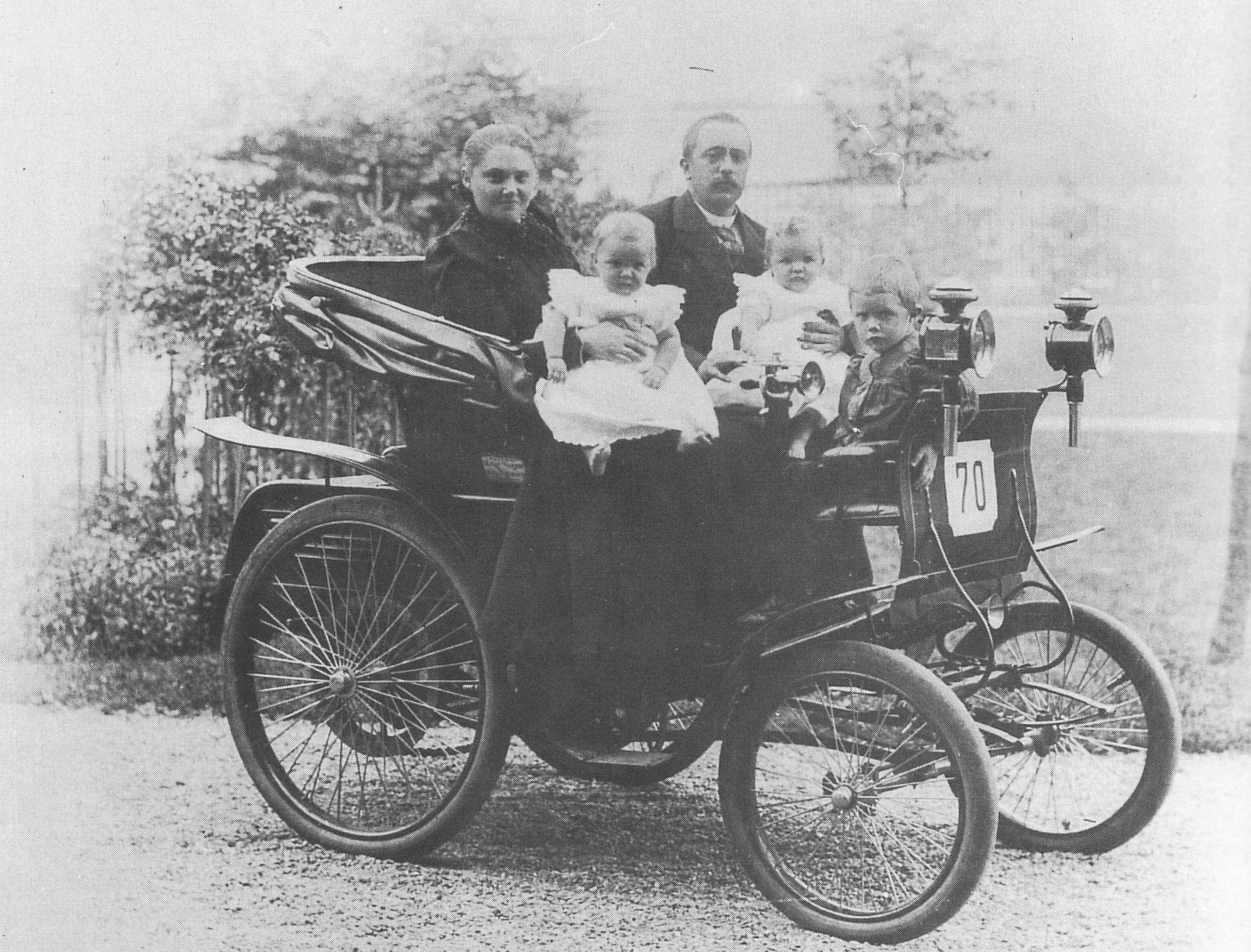 Willem Helmich Van Heek in 1900 in Daimler