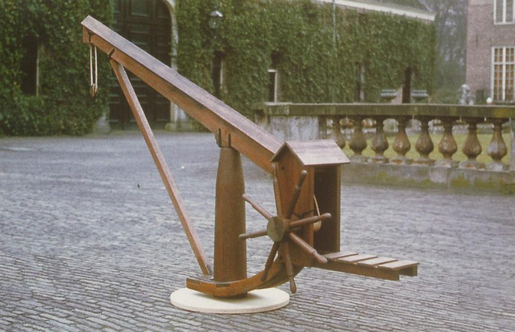 schaalmodel van de kraan die vroeger bij Carelshaven stond.